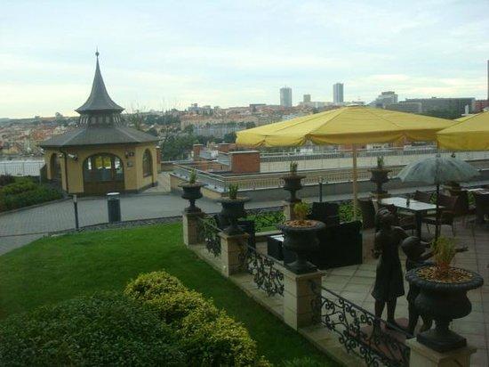 Le Palais Art Hotel Prague:                   Vista dos jardins Le Palais