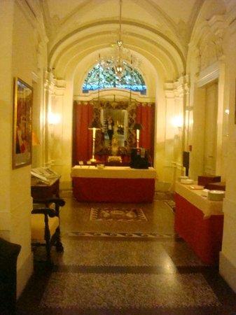 Le Palais Art Hotel Prague:                   Corredores Le Palais