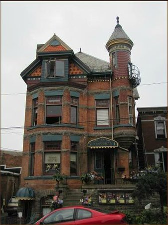 Brockville Victoria Inn:                                     Victorian Turret House built in late 1890's