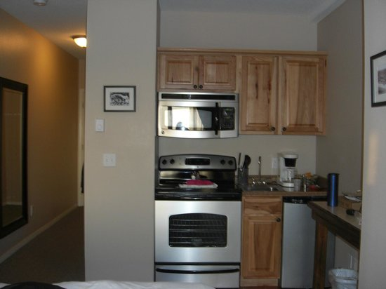 Inn at the Prom:                   Kitchenette area of room