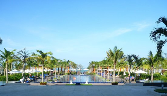 Sunrise Hoi An Resort:                   The pools