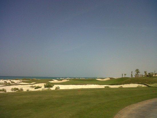 Fairmont Bab Al Bahr:                   Golfplaz Saadiyat Beach
