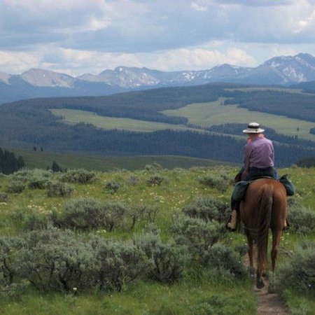 320 Guest Ranch: A view on the Trail