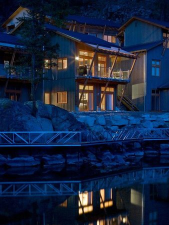 The Outback Resort: Quarry Bay villa in the evening