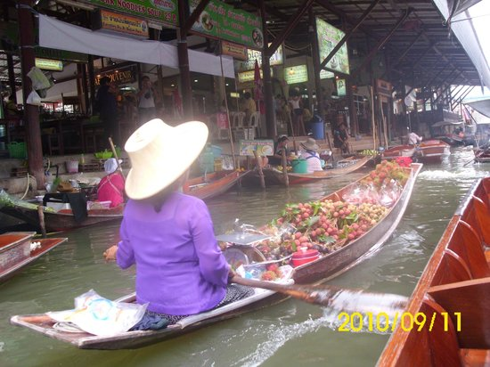 floating market bangkok - Picture of Taling Chan Floating ...