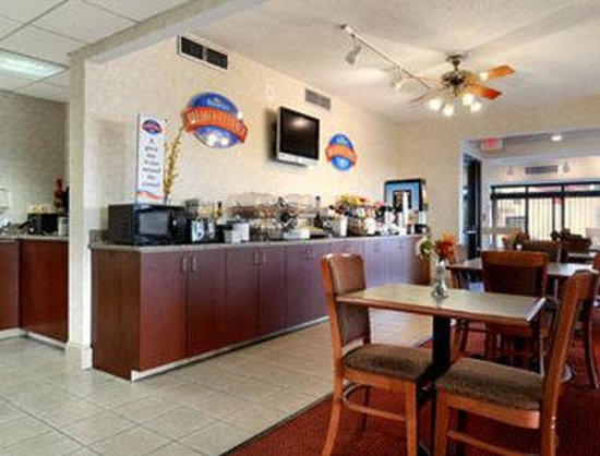 Baymont Inn & Suites Macon / Riverside Drive: Breakfast Area