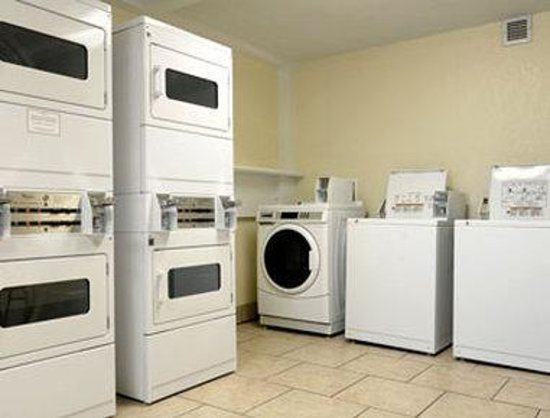 Baymont Inn & Suites Macon / Riverside Drive: Laundry Room
