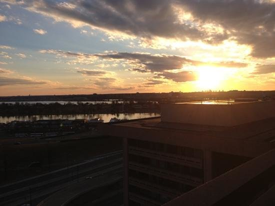L'Enfant Plaza Hotel: sunset room 14-175
