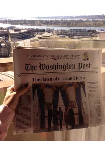L'Enfant Plaza Hotel: free papers in the morning at front desk!