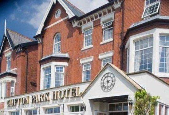 Clifton Park Hotel: Exterior