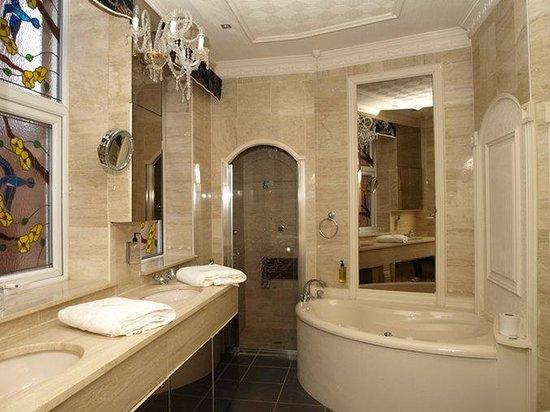 Clifton Park Hotel: Bathroom