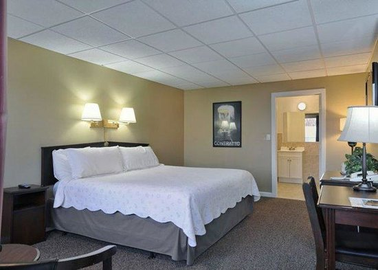 The Freeport Inn and Marina: Deluxe Bedroom