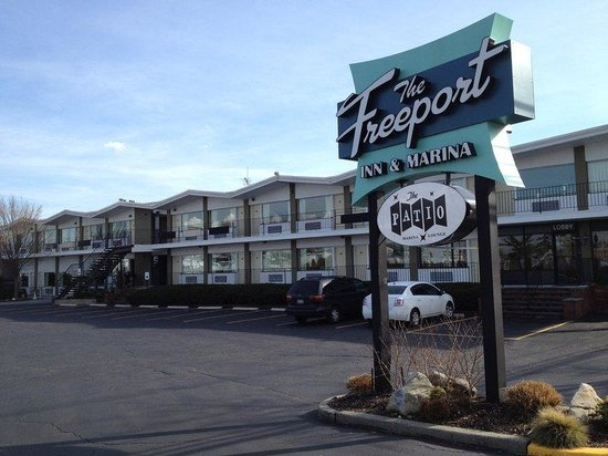 The Freeport Inn and Marina: Hotel Front
