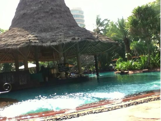 Anantara Hua Hin Resort: pool side