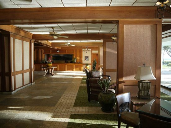 Lahaina Shores Beach Resort:                   Lobby is very nice!!!!!