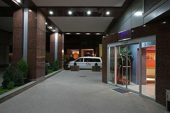 12Inn Bulvar Hotel: Exterior view