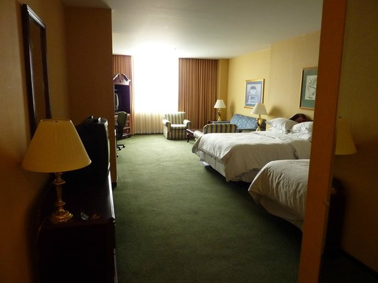 St. Louis City Center Hotel: Guest Room