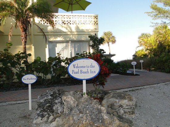 Pearl Beach Inn: grounds