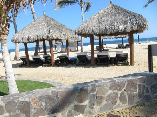 Cabo Azul Resort:                   spa massage tables