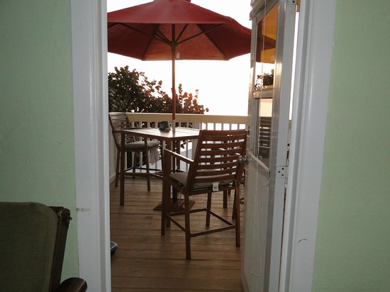 Pearl Beach Inn: view on to balcony 10