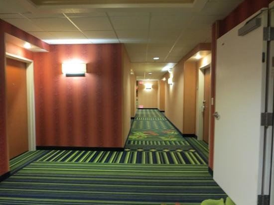 Fairfield Inn & Suites Santa Maria: corridor
