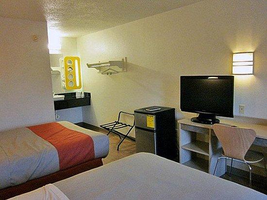 Motel 6 Detroit East - Warren: MDouble