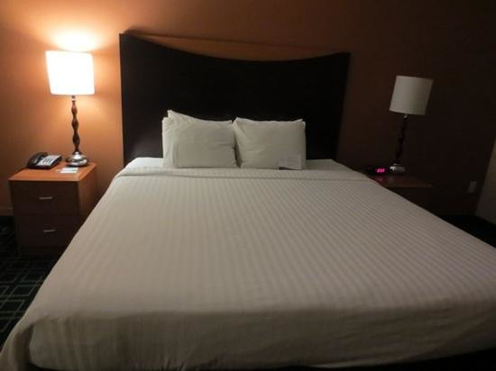 Fairfield Inn & Suites Santa Maria: bed