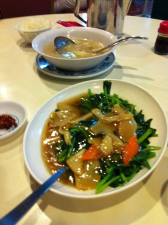 Ponggol Seafood: Lingzhi mushroom with Vegetables