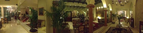 Melia Recoleta Plaza: Panorama of the lobby