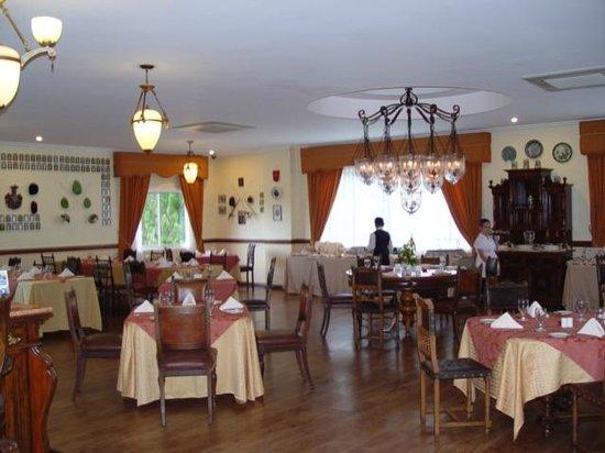The Peacock Garden :                   Dining Room