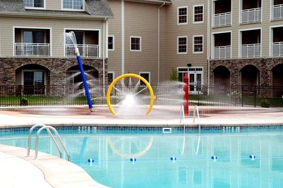 The Lodge at Geneva-on-the-Lake : Outdoor Pool