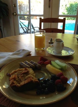 Chelsea Garden Inn:                   Breakfast with Pool View