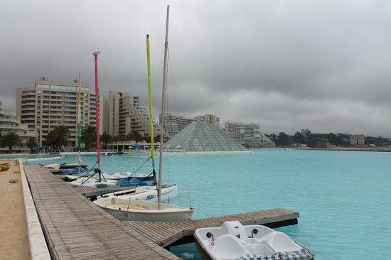 San Alfonso del Mar : Zona de piscina y renta de kayak, windsurf o veleros