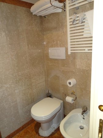 Hotel Cinquantatre: Bathroom