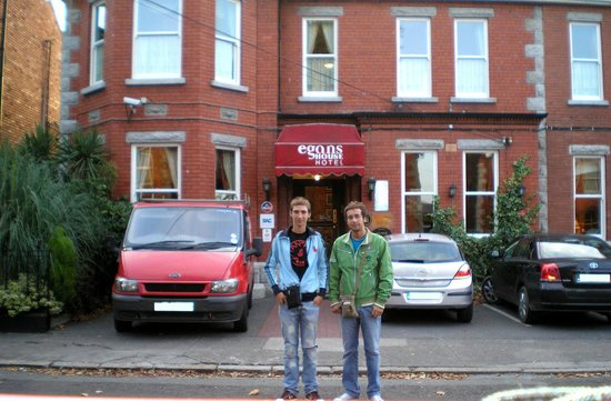 Egans House: In front of the Hotel