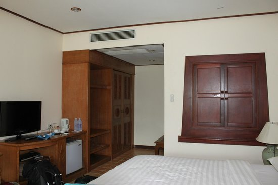 Bay View Resort:                   room