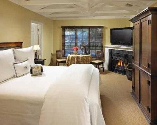 Milliken Creek Inn and Spa: Milliken Room with Fireplace