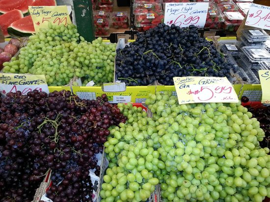 Subiaco Station Street Markets: Grapes!