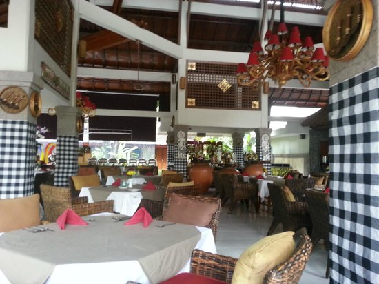 Rama Beach Resort and Villas:                   Dewi Sinta restaurant at the resort