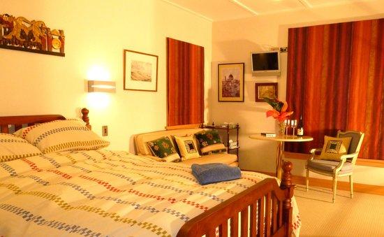 Smoothwater Haven: Mt Pisa Room - queen bed