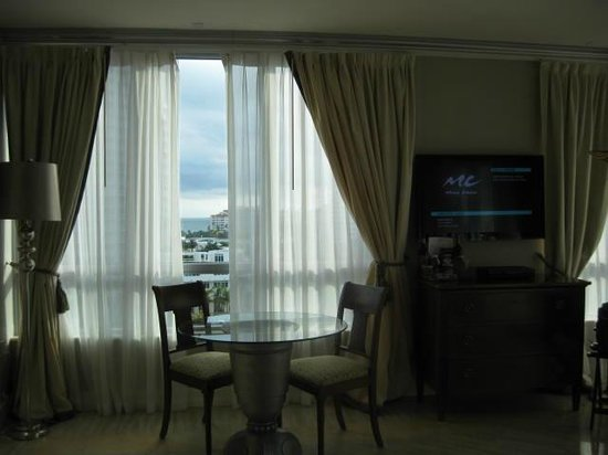 Hilton Bentley Miami/South Beach:                   Dining and TV
