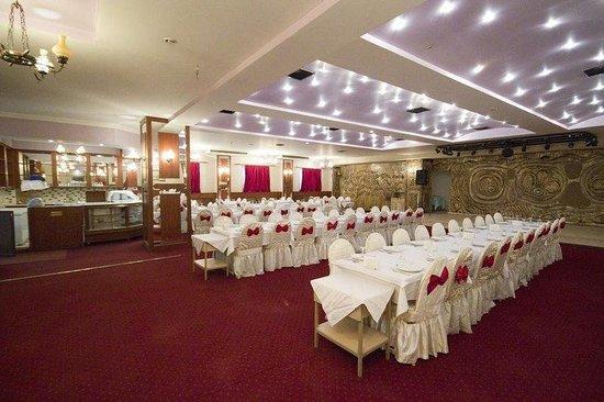 Buyuc Velic: Restaurant