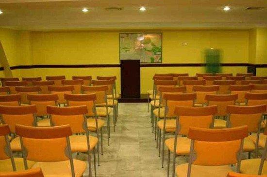 Buyuc Velic: Meeting Room