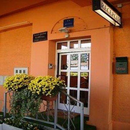 Hotel Nas Dom: Entrance