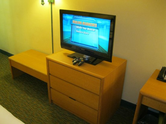 Hampton Inn Ft. Lauderdale West / Pembroke Pines: TV, Gaming system, Dressers
