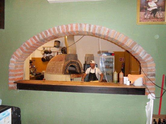 Al Forno Pizzas: Pizza Oven