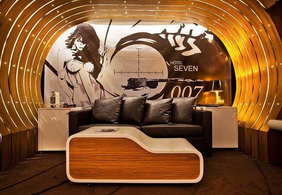 Seven Hotel Paris: OO7