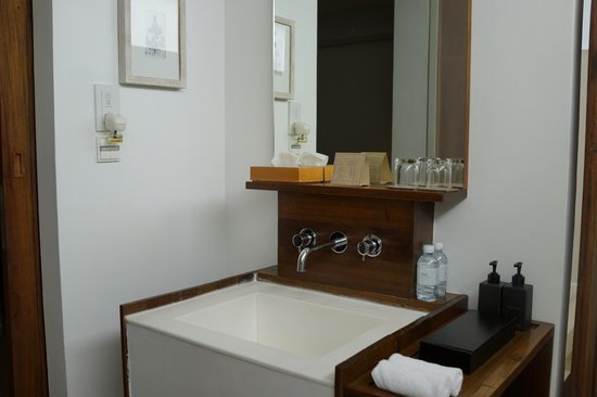 Putahracsa Hua Hin: sansky villa bathroom