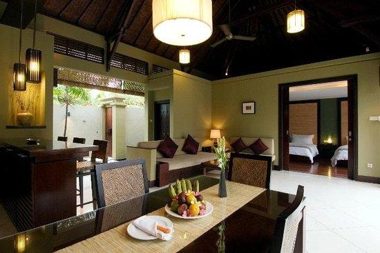 Pradha Villas: Dinning area