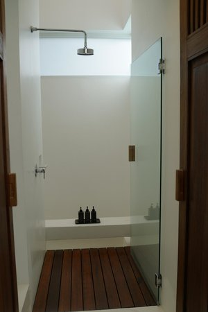 Putahracsa Hua Hin: shower in sansky villa